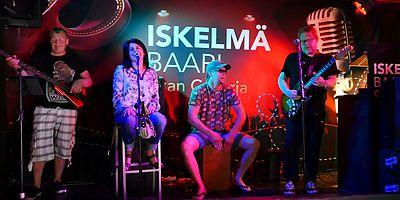 Bluesia ja rootsia: HEIKKI SILVENNOINEN & Fuge Juke Band