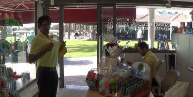Golfkaupassa pääsee myös nauramaan
