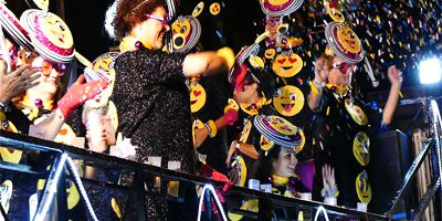 """Erika Vikman Kanarian karnevaaleissa: """"Itsekin sininen peruukki päässä. Oli Superhauskaa!"""""""