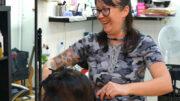 Henna Koskinen Parturi-kampaaja (äitienpäivälle haastattelijan sammakko)